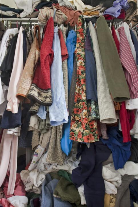 de-clutter the closet